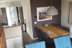 Chalet Newport 22 - Wohnzimmer Richtung Küche
